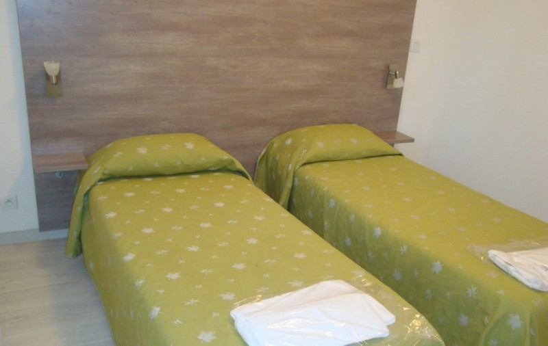 Hotel appart hotel le splendid 2 toiles allevard les for Apparthotel chambery