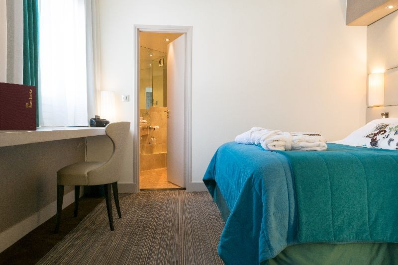 Hotel paris neuilly 4 toiles neuilly sur seine ile de for Reservation hotel paris