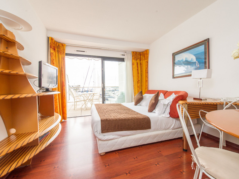 hotel residence le quai des princes 4 toiles cap d ail provence alpes c te d 39 azur alpes. Black Bedroom Furniture Sets. Home Design Ideas